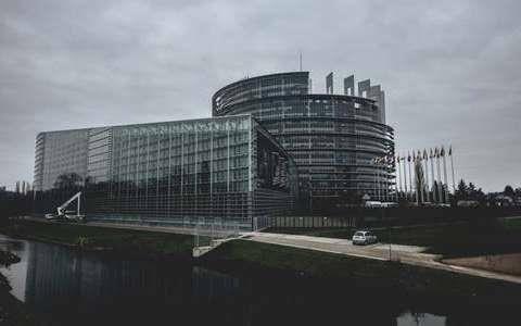 Naukowiec US w Parlamencie UE!