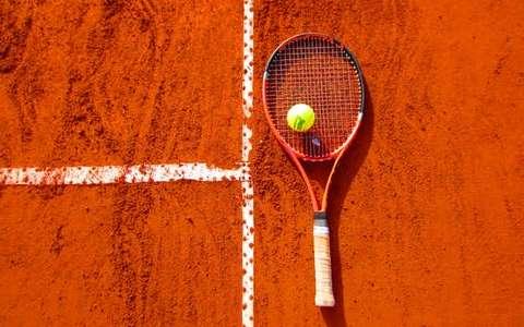Srebro dla US w AMP w tenisie ziemnym